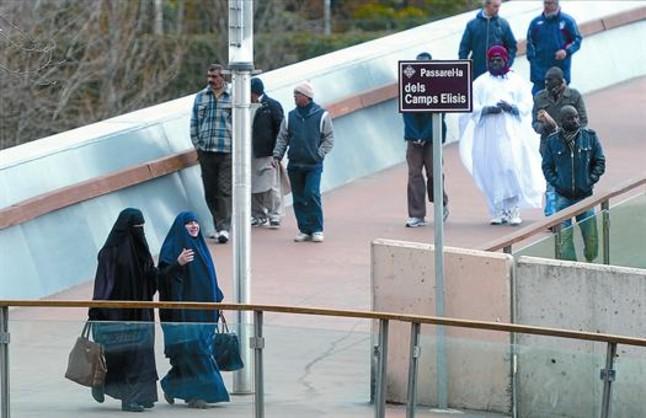 spain lerida burkas