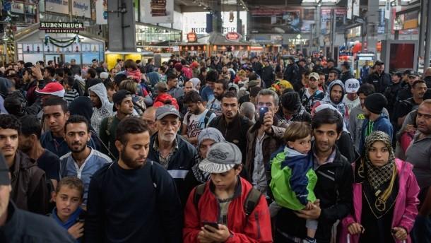 germany migrants munich hauptbahnhof